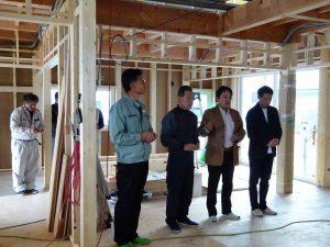 小布施町の木造新築の上棟式の参加者